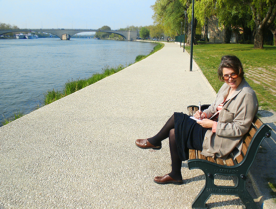 Photo of Ann Trusty painting in Avignon.©J.Hulsey