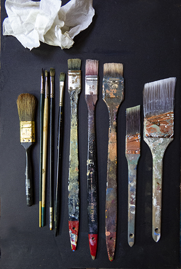 Photo of John Hulsey's oil painting brushes for tonalism.
