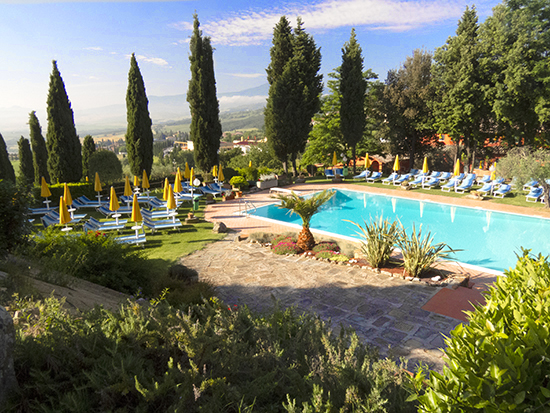 Photograph of the Residence Casanova Pool in Tuscany © J. Hulsey
